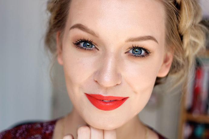 Beauty blogger Zoe Newlove reviews and wears Smashbox Cosmetics Limited Edition Donald Robertson Be Legendary Fireball Matte Lipstick