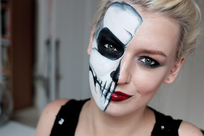 Tutorial | Simple Half Skull Glam Make-up Halloween Make-up – Zoe ...