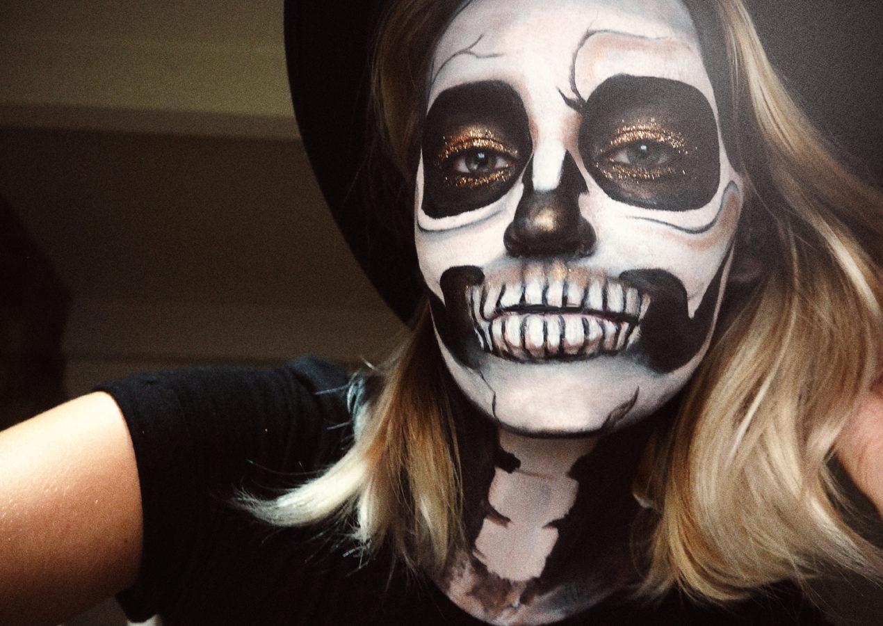 simple-glitter-skull-halloween-makeup-tutorial-zoe-newlove-beauty-blogger